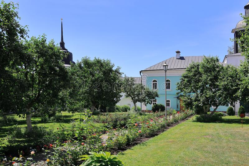 Ansicht des Hofes des heiligen Klosters Vvedensky Tolgsky stockbilder