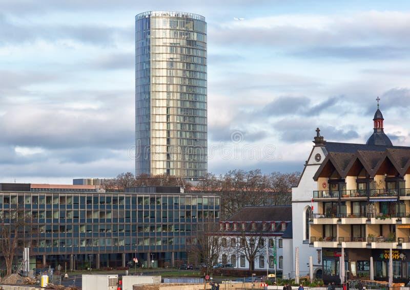 Ansicht des hohen Gebäudes von KölnTriangle stockbilder