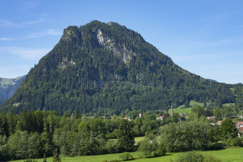 Ansicht des idyllischen Dorfs von Pfronten in Allgaeu, Bayern, Germa stockfoto