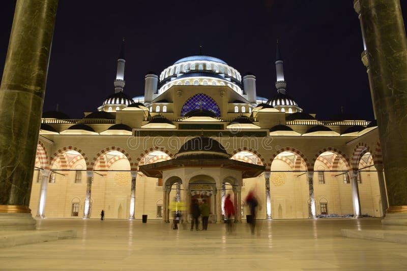 Ansicht des inneren Hofes der Camlica-Moschee stockbild