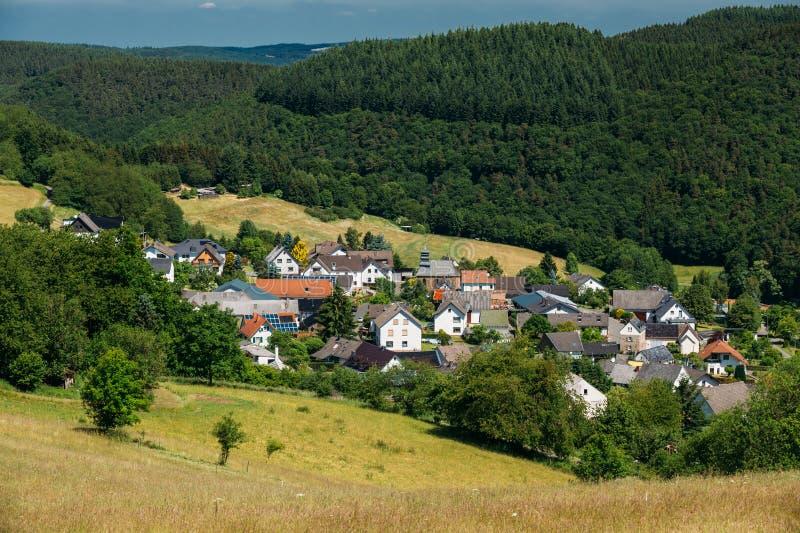 Ansicht des kleinen malerischen Dorfs in Deutschland stockbilder