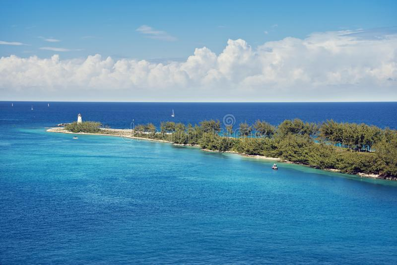 Ansicht des Leuchtturmes auf der Spitze von Paradise-Insel in Nassau, Bahamas stockbild
