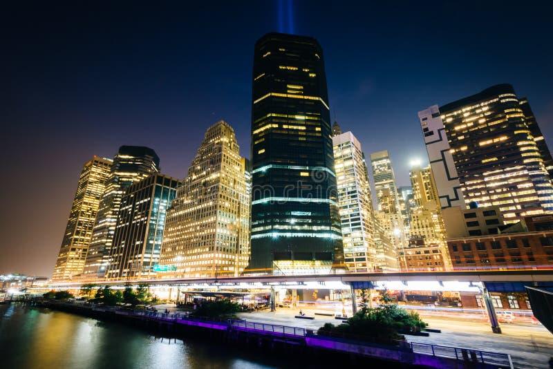Ansicht des Lower Manhattan von Pier 15 nachts, in Manhattan, neu lizenzfreie stockfotografie