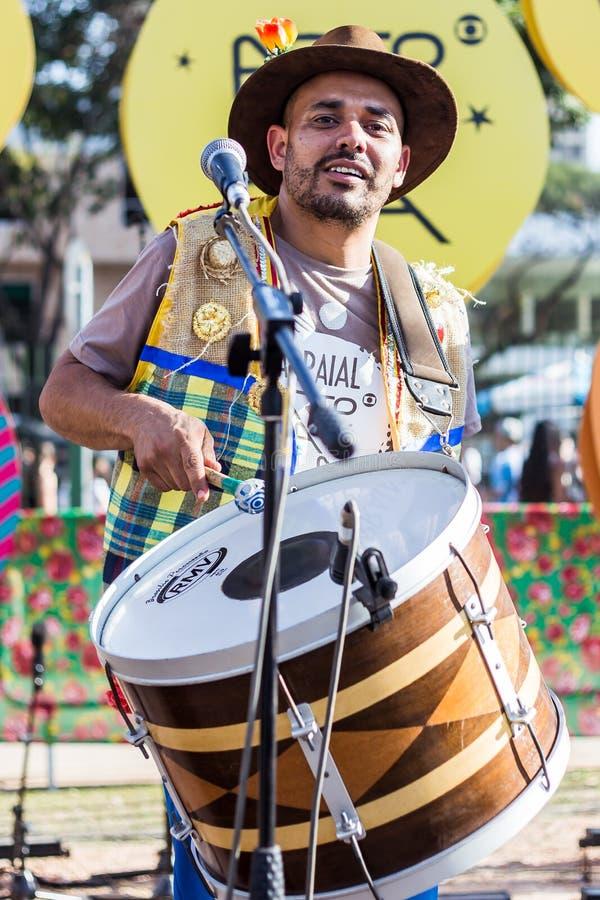 Ansicht des Mannes in typischem brasilianischem, Junina-Partei lizenzfreies stockbild