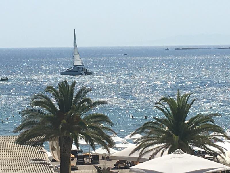 Ansicht des Meeres, Yacht lizenzfreies stockfoto