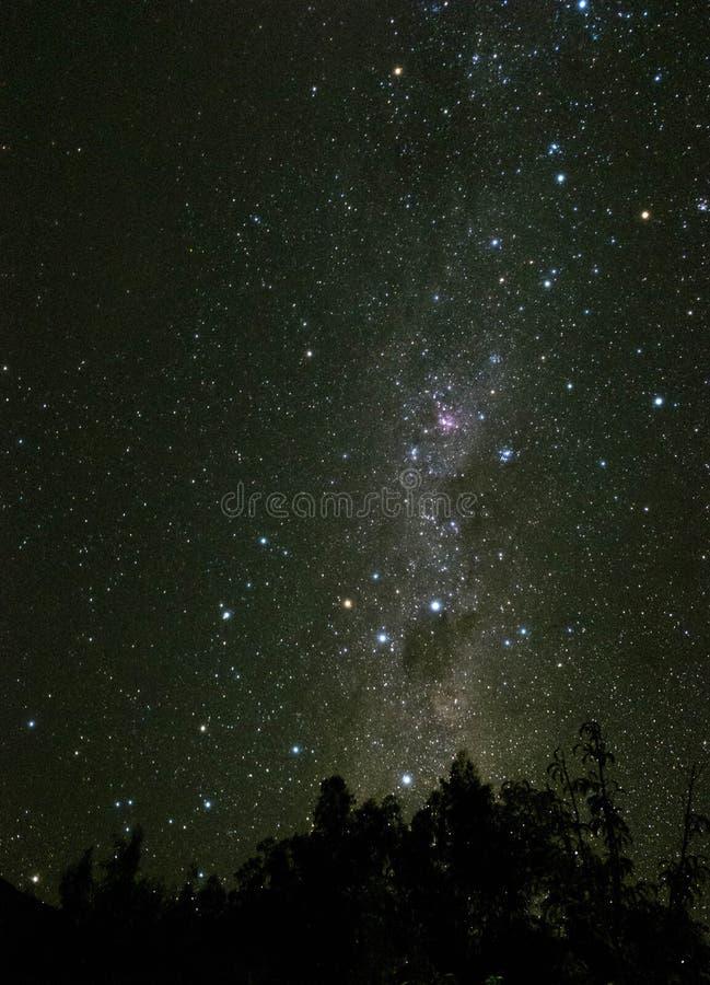 Ansicht des Milchstraßenächtlichen himmels in Elqui-Tal Chile stockbilder