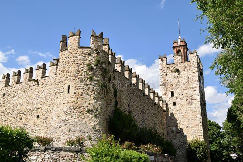 Ansicht des mittelalterlichen Schlosses von Passirano in Lombardei - Italien stockfotos