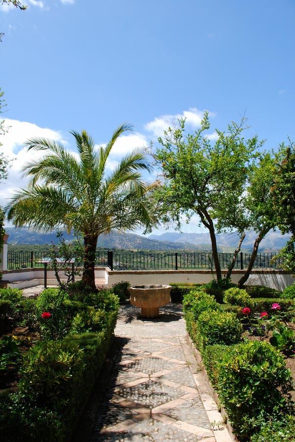 Ansicht des Mondragon-Palastgartens, Ronda, Spanien lizenzfreie stockfotografie