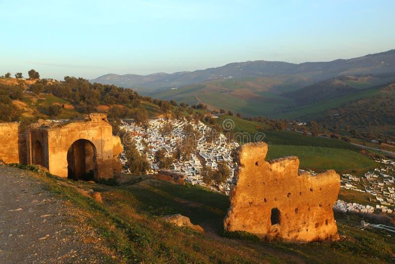 Ansicht des moslemischen Kirchhofs vom H?gel, in dem die Ruinen des Merenides-Grabs konserviert werden stockbilder