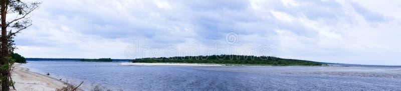 Ansicht des Munds des Flusses vom gegenüberliegenden Ufer stockfoto