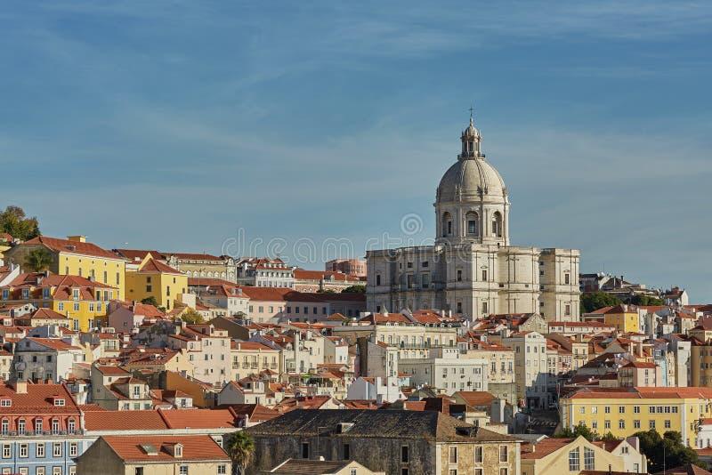 Ansicht des nationalen Pantheons und cityline von Alfama in Lissabon, Portugal lizenzfreie stockfotos