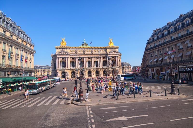 Ansicht des nationalen Des Paris der Oper Großartige Opern-Oper Garnier ist berühmtes neo-barockes Gebäude in Paris lizenzfreie stockbilder