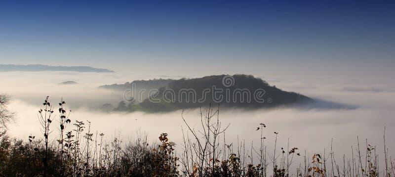 Ansicht des Nockens der lang unten und Hügel von Uley-Fort, Uley, Gloucestershire, Großbritannien stockfotos