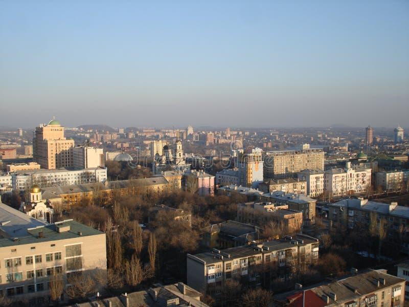 Ansicht des Ost-Donetsks von einer Höhe lizenzfreie stockbilder