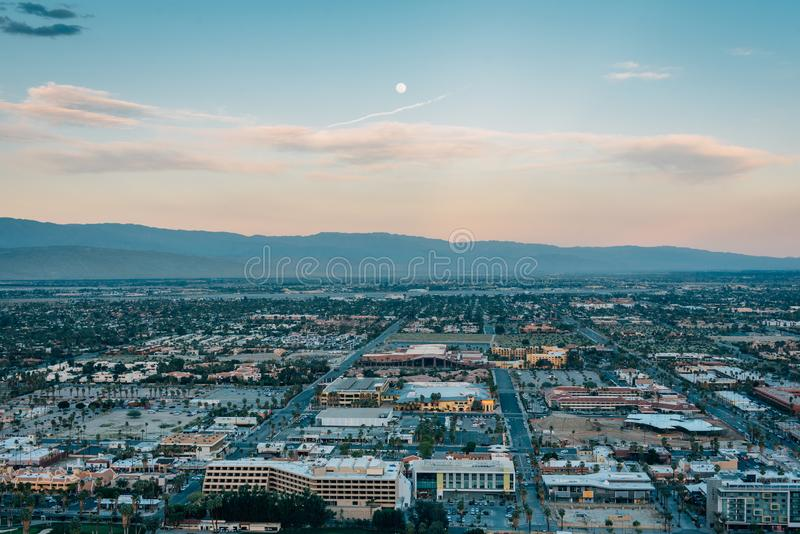 Ansicht des Palm Springs bei Sonnenuntergang, von der Skyline-Spur im Palm Springs, Kalifornien lizenzfreie stockfotos