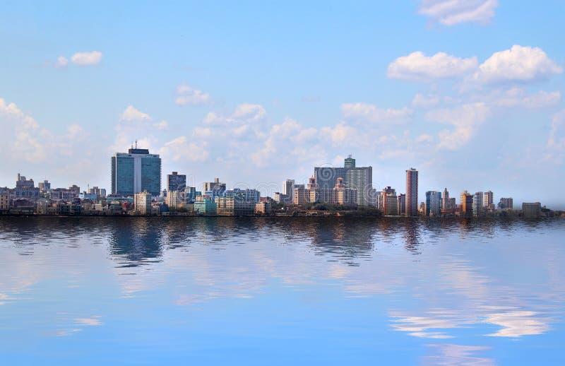 Ansicht des panoramatic Havanas in Kuba Es gibt blauen Himmel und blauen Ozean lizenzfreie stockfotos
