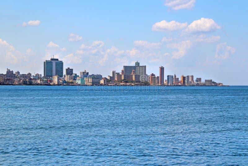 Ansicht des panoramatic Havanas in Kuba Es gibt blauen Himmel und blauen Ozean stockbilder