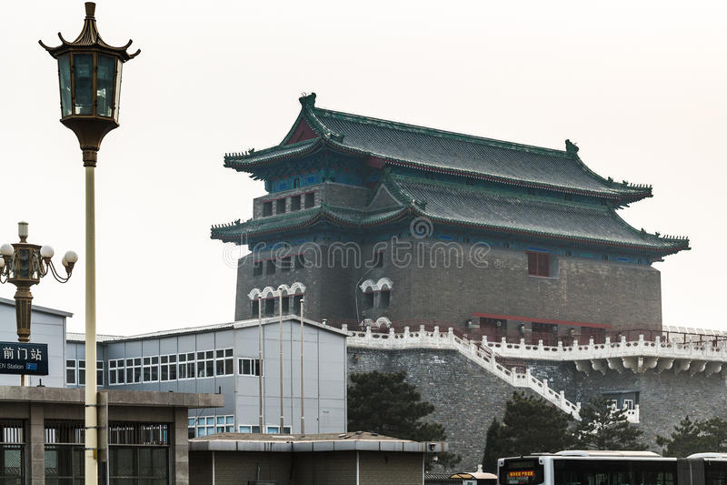 Ansicht des Peking-Bogenschießen-Turms im Tor ZhengYang stockfoto