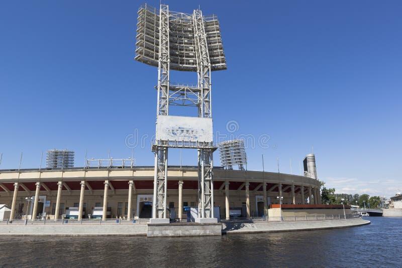 Ansicht des Petrovsky-Stadions vom Zhdanovskaya-Damm in St Petersburg stockfotografie