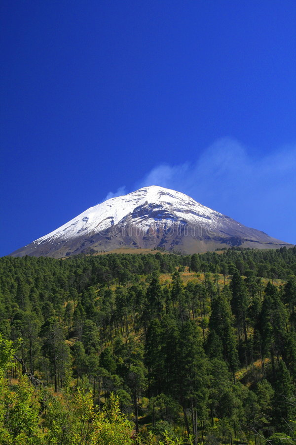 Ansicht des popocatepetl (rauchender Berg im azte stockbilder