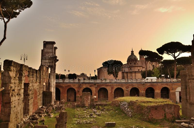 Ansicht des römischen Forums in Rom stockbild
