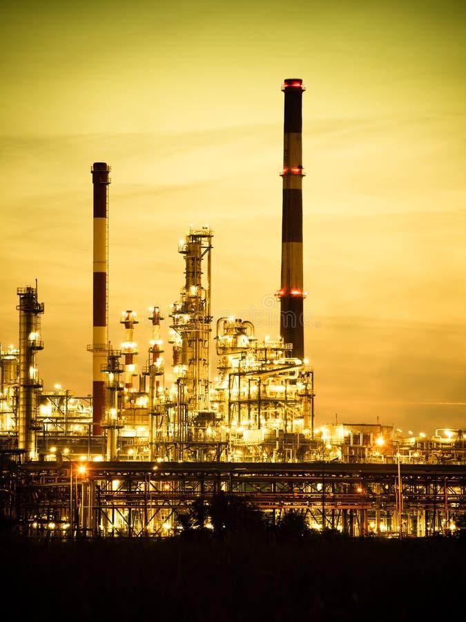 Ansicht des Raffineriepetrochemischen werks in Gdansk, Polen stockbilder
