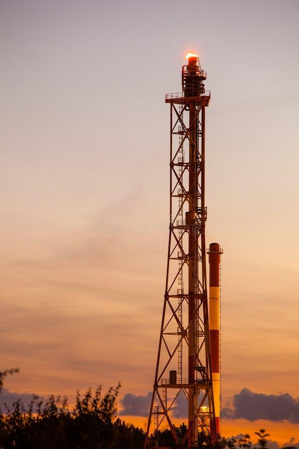 Ansicht des Raffineriepetrochemischen werks in Gdansk, Polen stockfotografie