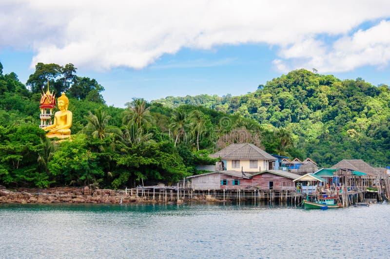 Ansicht des Salathafens und -Fischerdorfes Baan AO auf Koh Kood Island, Thailand lizenzfreie stockbilder