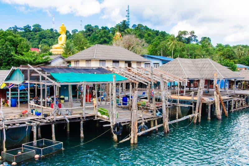 Ansicht des Salathafens und -Fischerdorfes Baan AO auf Koh Kood Island, Thailand lizenzfreies stockbild