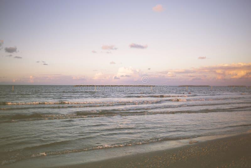 Ansicht des sandigen Strandes des Meeres, Damietta, Ägypten lizenzfreies stockbild