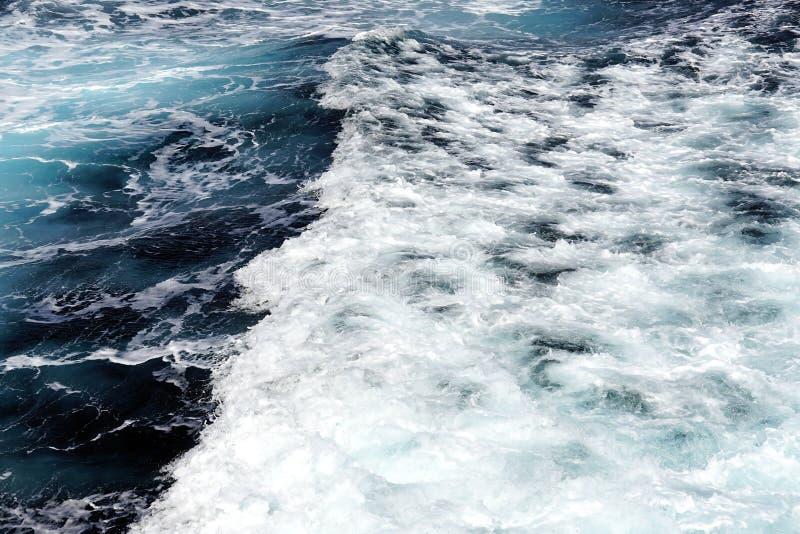 Ansicht des schönen Ägäischen Meers, dass Sie bewundern können, indem Sie mit der Fähre von einer Insel zu anderen in den Kyklade lizenzfreies stockbild