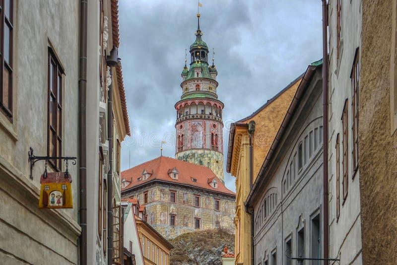 Ansicht des Schlossturms in Cesky Krumlov, Tschechische Republik stockfotos