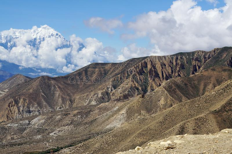 Ansicht des schneebedeckten Nordberges Nilgiri 7061 m vom Durchlauf des neuen La 4010 m lizenzfreie stockfotos