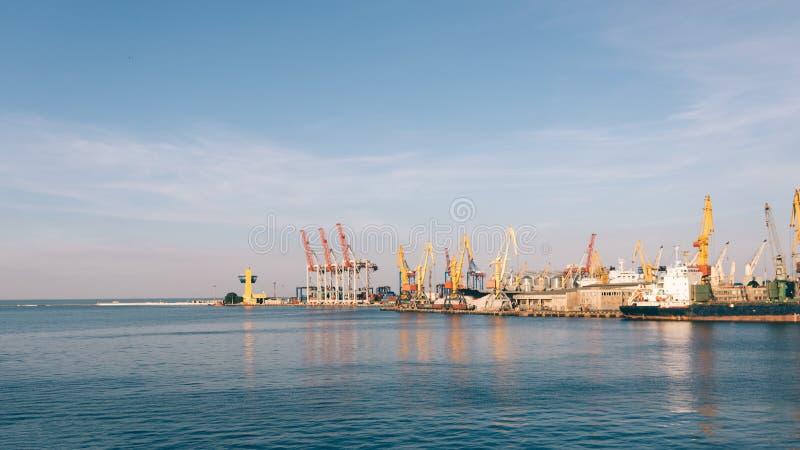 Download Ansicht Des Seehafens Am Abend Stockfoto - Bild von landschaft, blau: 96929376
