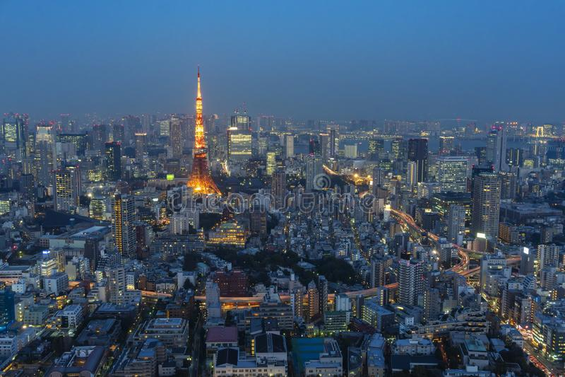 Ansicht des Stadtzentrums von Tokyo-Stadt nahe dem Tokyo-Turm nachts stockbild