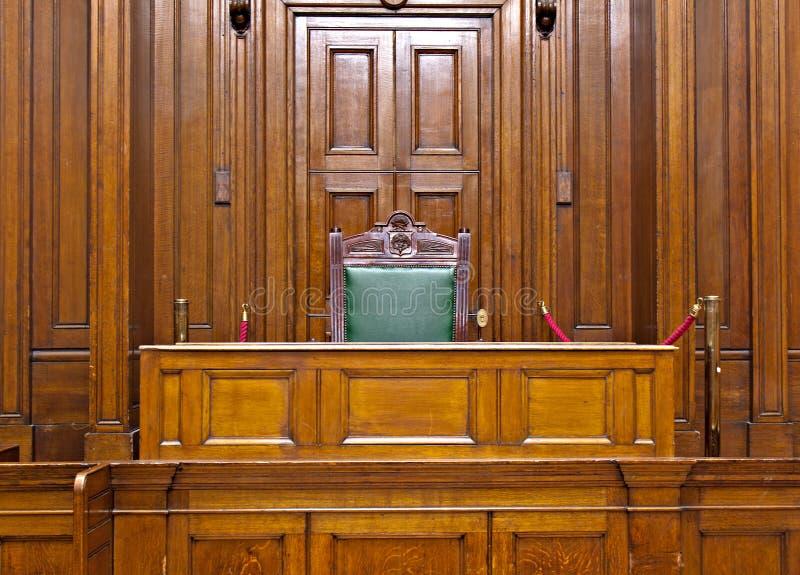 Ansicht des Strafgerichtshofraumes innerhalb St. Georges Hall, Liverpool, Großbritannien stockfotos