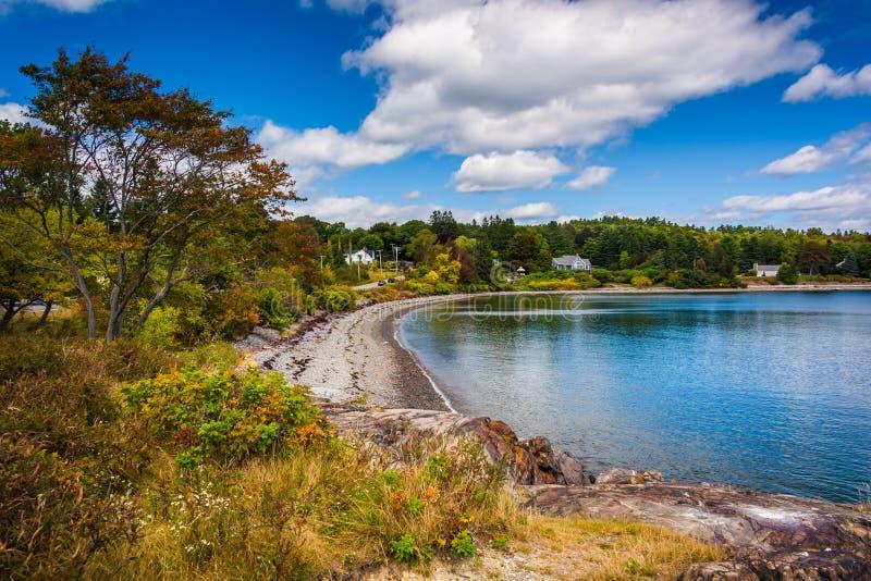 Ansicht des Strandes auf Franzose-Bucht, im Bar-Hafen, Maine lizenzfreies stockbild