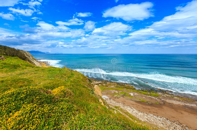 Ansicht des Strandes Azkorri oder Gorrondatxe lizenzfreies stockfoto