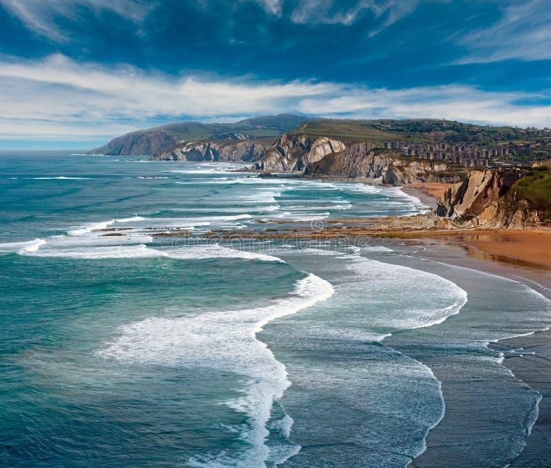 Ansicht des Strandes Azkorri oder Gorrondatxe lizenzfreie stockfotografie