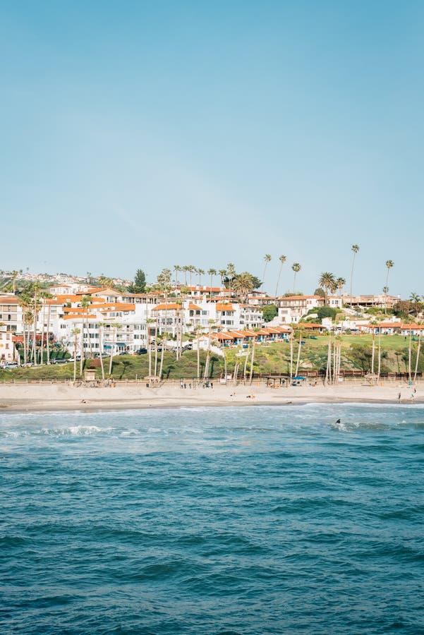Ansicht des Strandes vom Pier in San Clemente, County, Kalifornien stockfoto