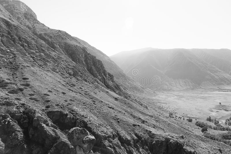 Ansicht des Tales des Chulyshman-Flusses vom ` Stein-Pilze `, Ulagansky-Bezirk, Altai-Republik, Russland stockfotos