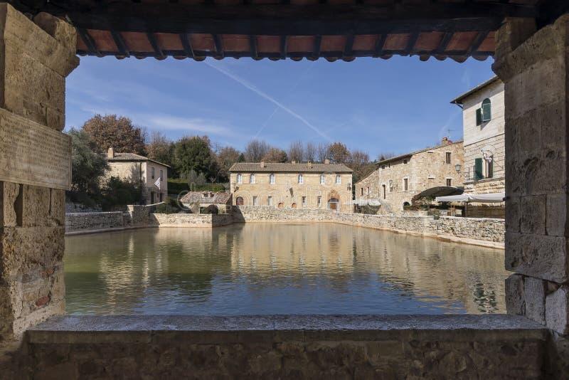 Ansicht des thermischen und mittelalterlichen Dörfchens von Bagno Vignoni, Siena, Toskana, Italien stockfoto