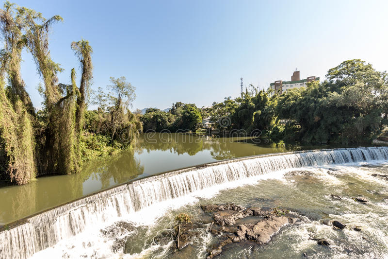 Ansicht des Timbo-Stadtwasserfalls, Santa Catarina stockbilder