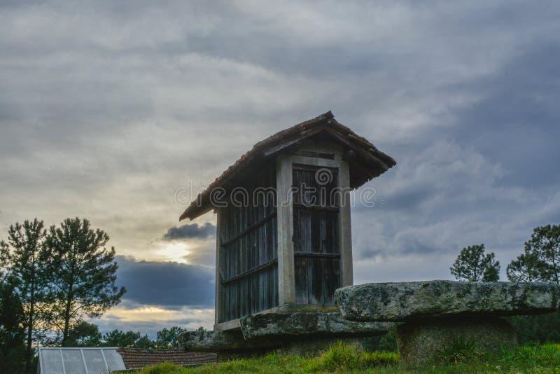 Ansicht des typischen alten Landwirtschaftslagers stockfotografie