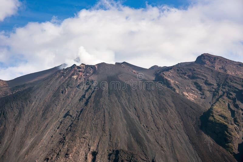 Ansicht des Vulkan Stromboli-Kraters stockfotografie