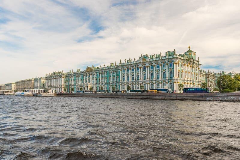 Ansicht des Winter-Palastes, Einsiedlerei-Museum, St Petersburg, Rus lizenzfreies stockfoto