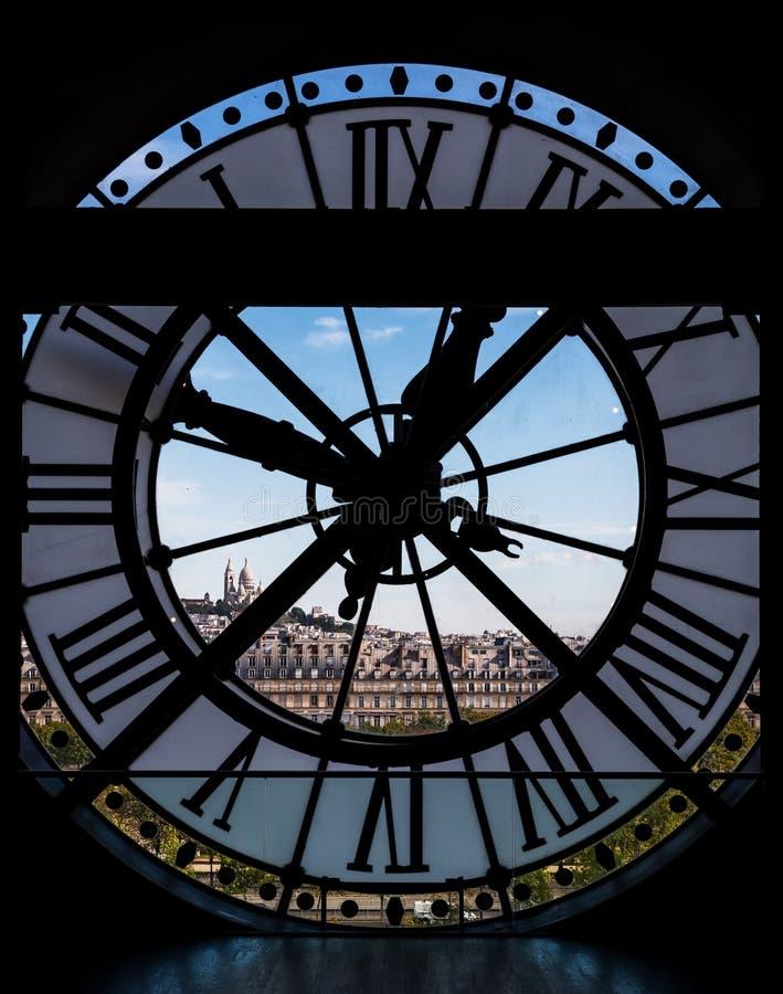 Ansicht durch d-` orsay Museums-Glockenturm, Paris, Frankreich stockbild