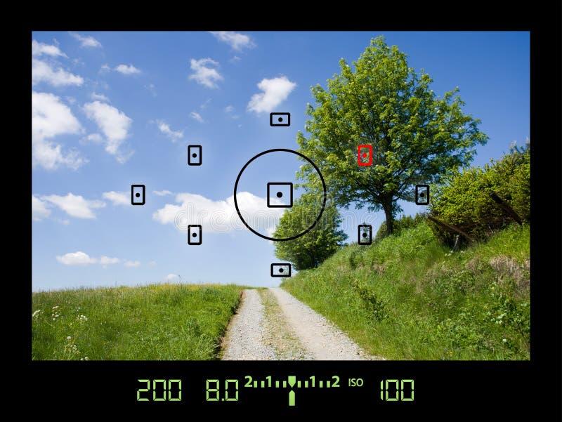 Ansicht durch Viewfinder während des Nehmens der Fotos der Landschaft stockfoto