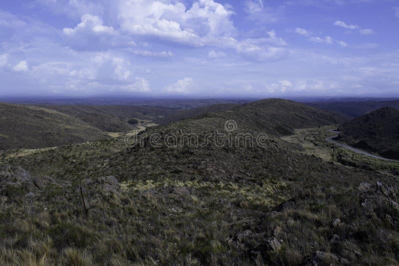 Ansicht einer schönen Gebirgslandschaft im Abstand stockfotografie