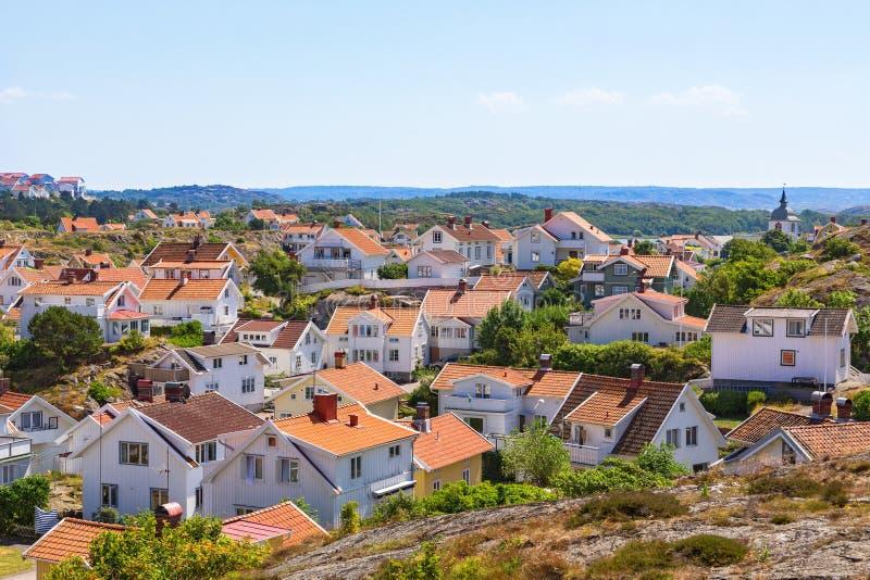 Ansicht eines Küstendorfs in Schweden lizenzfreies stockfoto